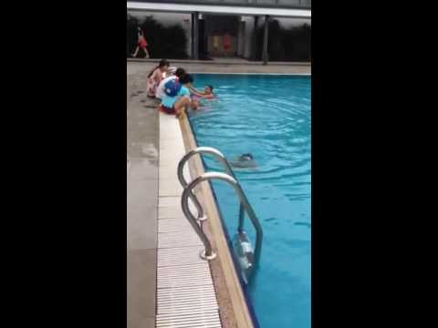 Phuong mai first swimming feat