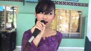 Gambar cover Simphony Yang Indah_Dita.AVI