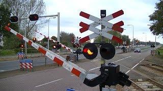Spoorwegovergang Hurdegaryp // Dutch railroad crossing