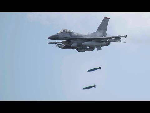 F-16 conducts Close-Air Support with Mk-82 bombs