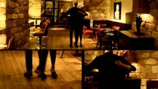 Max Raabe schwingt das Tanzbein