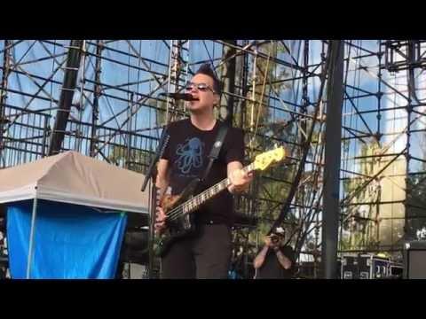 Blink-182 SoundCheck (M+M's Live)