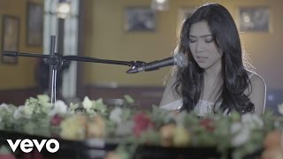 Video Isyana Sarasvati - Tetap Dalam Jiwa (Video Clip) download MP3, 3GP, MP4, WEBM, AVI, FLV April 2018