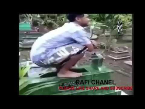 KETERLALUAN BANGET MALAH ASIK BIKIN VIDIO GOYANG CHALLENGE DIATAS KUBURAN KEWALAT TARRR