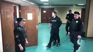 Мамаев и Кокорин в зале суда в наручниках