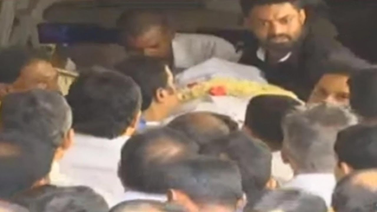 Harikrishnans Dead Body Reached at His Home | Sakshi Live Report |  స్వగృహానికి హరికృష్ణ పార్థివదేహం