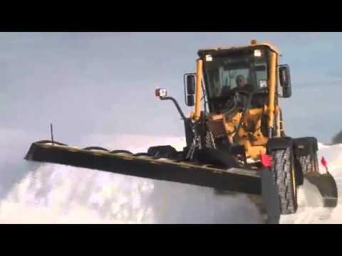 Уборка снега автогрейдером Volvo G940