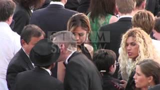 Nabilla marche sur le tapis rouge à Cannes comme une parfaite inconnue.