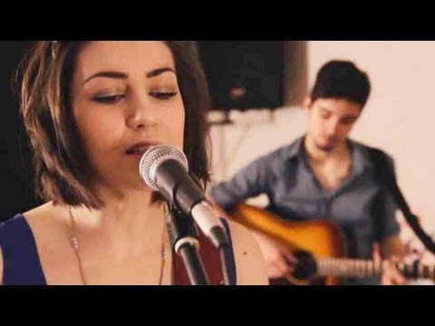 Taylor Swift - 22 (Hannah Trigwell acoustic cover)