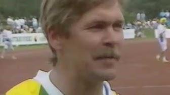 Kari Kuusiniemi, toimittajien ja tuomareiden haastateltavana,  pesäpallo movie