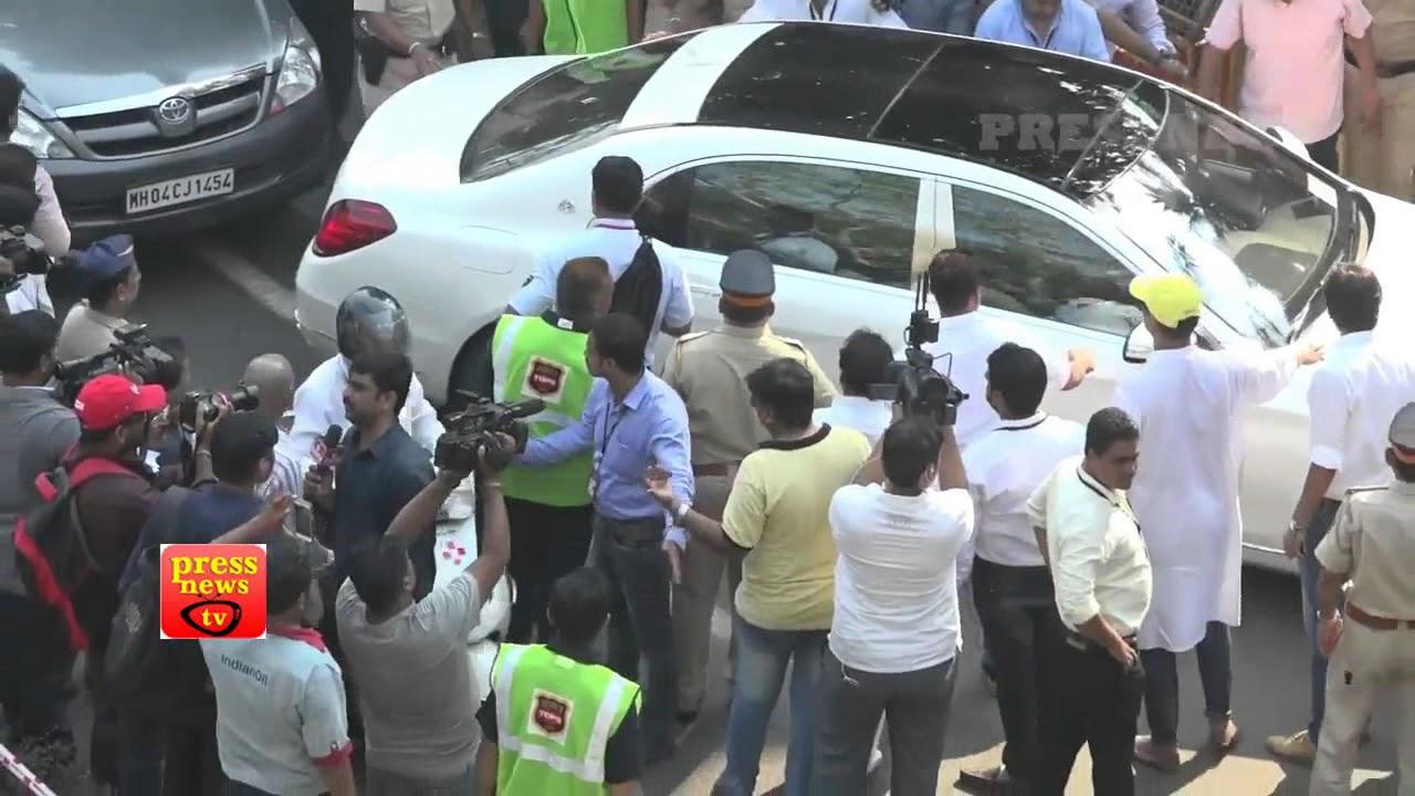 GOODBYE SRIDEVI : पंचतत्व में विलीन हुईं श्रीदेवी ,बॉलीवुड और हजारों फैंस ने नम आंखों से दी विदाई