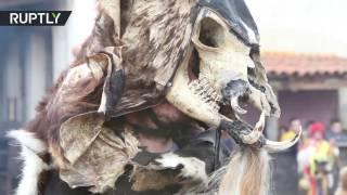 Жители испанской деревни встретили весну в звериных шкурах и черепах