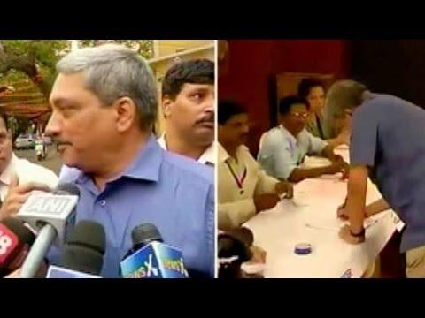 Manohar Parrikar casts his vote in Goa