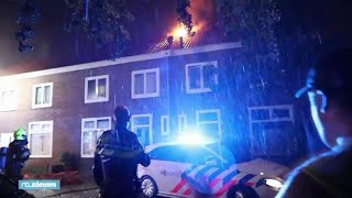 Heftige blikseminslag in Velsen zet vier huizen in brand