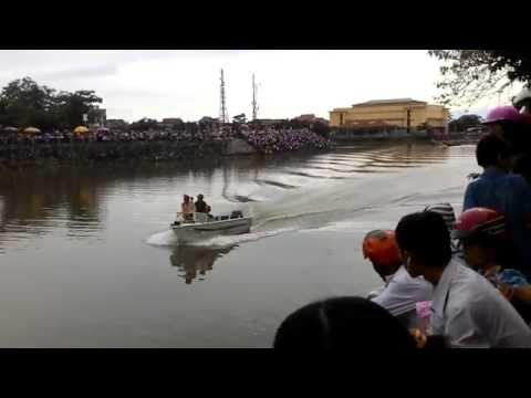 Không khí ngày hội đua thuyền tại Lệ thủy - Quảng Bình