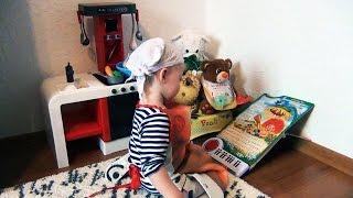 Детская кухня Smoby. Кейти готовит детское блюдо для своих друзей.
