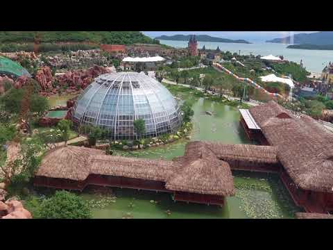 Vinpearl , Nha Trang, Vietnam. Винперл, колесо обозрения, сады с цветами и фламинго