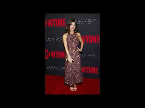 Lizzy Caplan Hot and Bikini Photos Images In Video