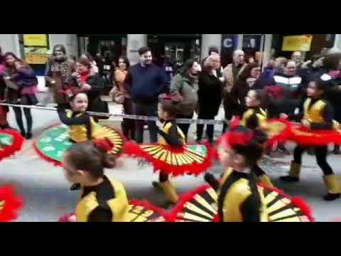 Sarria énchese de cor co desfile do Entroido