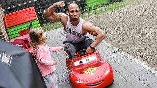 Video Neues Auto im Hause - Flying Uwe & Familie download MP3, 3GP, MP4, WEBM, AVI, FLV April 2018