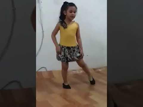 Cute Baby superb dance on song dance pe chance maar le!!rab ne bana di jodi