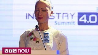 Robot Sophia tới Việt Nam trò chuyện về 4.0   VTC1