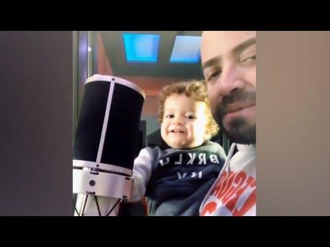 Nacho canta a dúo con su hijo Matías