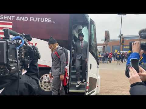 Watch Ohio State Football Arrive For Its Matchup With Michigan