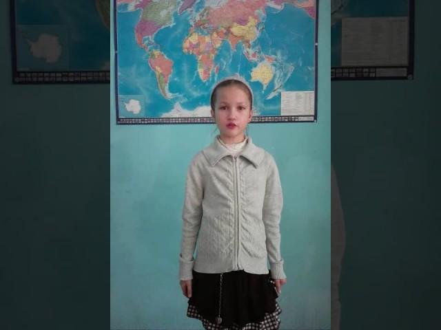 Изображение предпросмотра прочтения – СкороходоваВалерия читает произведение «Свинья под дубом» И.А.Крылова