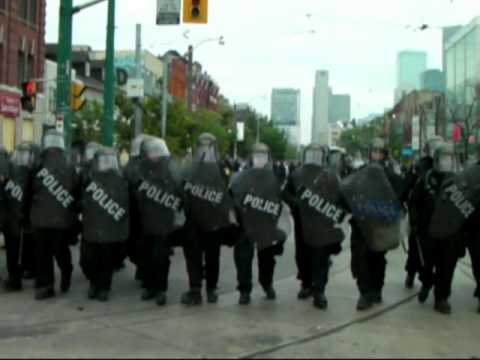 G20 Toronto- Police surround and attack small group of protesters at Queen and Spadina