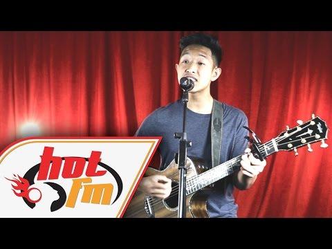 AZIZ HARUN - SENYUM (LIVE) - Akustik Hot - #HotTV