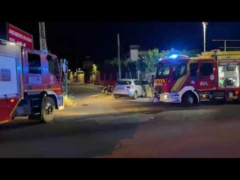 Los bomberos actúan en Gines tras un accidente de coche