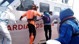 Mare Jonio, sbarcato a Lampedusa un giovane migrante per sospetta polmonite