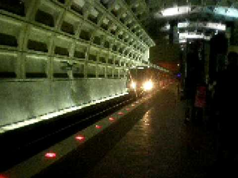 Washington Metro Rohr Train entering Farragut West