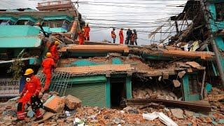 Destrucción y caos en Nepal por intenso...