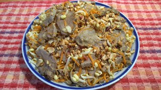 Прекрасный праздничный салат, из свиного языка и пророщенного гороха