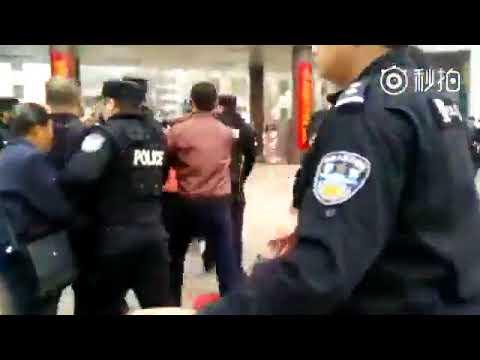 山西省晋中市灵石县静升镇集广村500村民抗议政府强占土地遭警察镇压