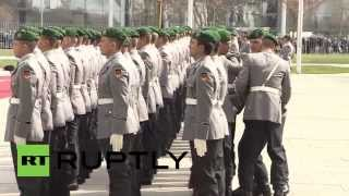 Germany: Soldier faints awaiting Indian PM Modi