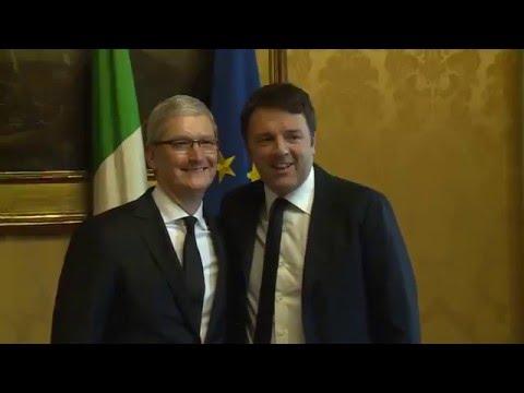 Renzi ha incontrato a Palazzo Chigi Tim Cook, amministratore delegato di Apple