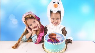 The twins dress up and eat Frozen Anna Cake