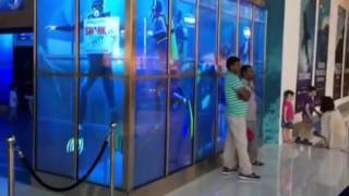 Building the Shark Week Exhibit at Dubai Aquarium(I created this video with the YouTube Video Editor (http://www.youtube.com/editor), 2016-07-28T15:12:26.000Z)