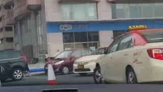 Discover Dubai Driving from Sheikh Zayed Road to Burj Khalifa