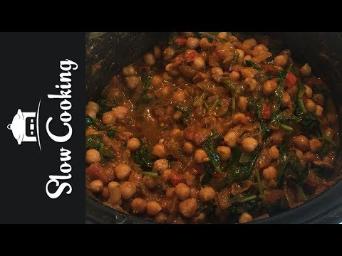 A Delicious Slow Cooker Chickpea Curry that is Vegan and Vegetarian Friendly