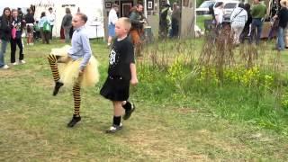 Шотландский танец под волынку танцуют дети(Это видео создано с помощью видеоредактора YouTube (http://www.youtube.com/editor), 2014-05-31T18:44:13.000Z)