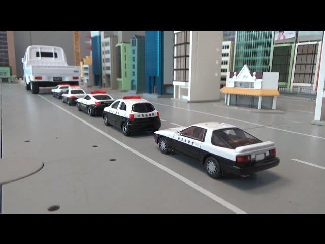 5대 경찰차 자동차 트럭에 싣기 Loading 5 policecars on a truck