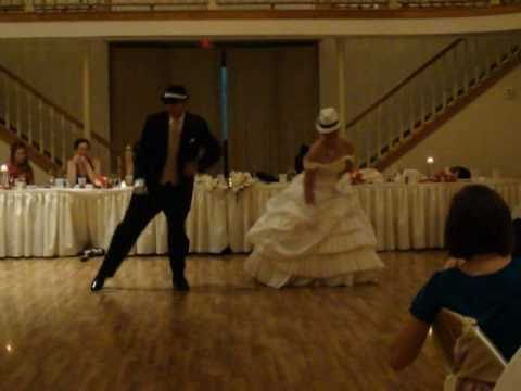 Awesome Father/Daughter Dance... A Crowd Shocker!!!