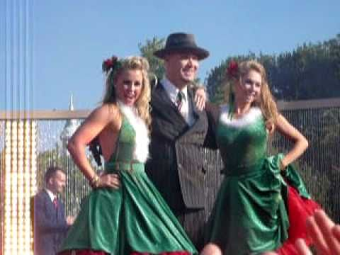 Big Bad Voodoo Daddy Christmas Is Starting Now 2010 Disneyland Christmas Day Parade Taping