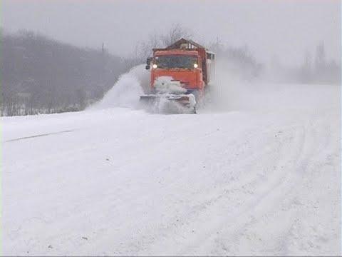видео: Расчистка дорог Перевальский район 2018
