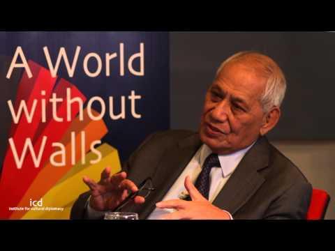 Tui Atua Tupua Tamase Taisi Efi (Head of State of the Independent State of Samoa)