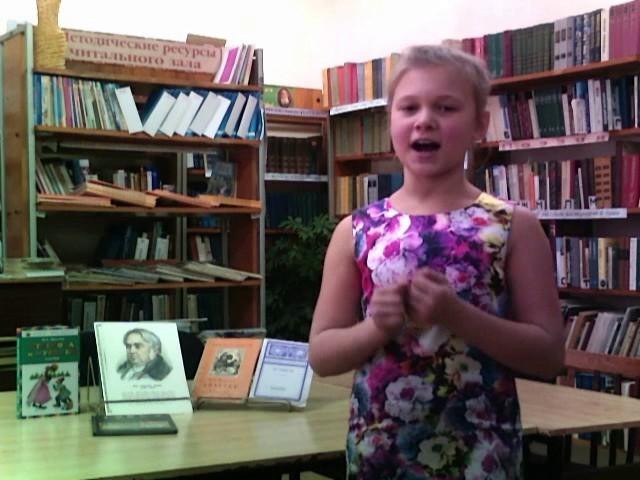 Изображение предпросмотра прочтения – АлинаКунгурцева читает произведение «Ворона и Лисица» И.А.Крылова